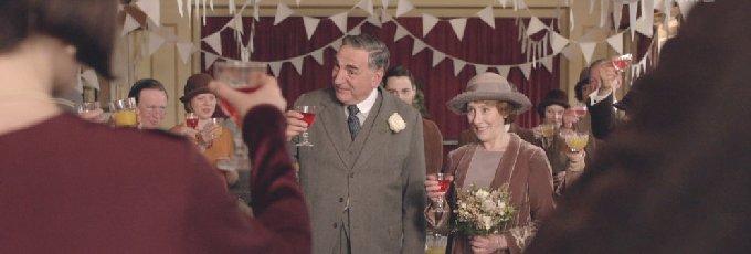 結婚するカーソンとヒューズ