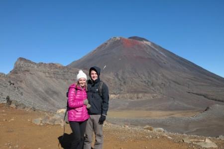 Julie-et-Quentin-pendant-le-Tongariro-Crossing