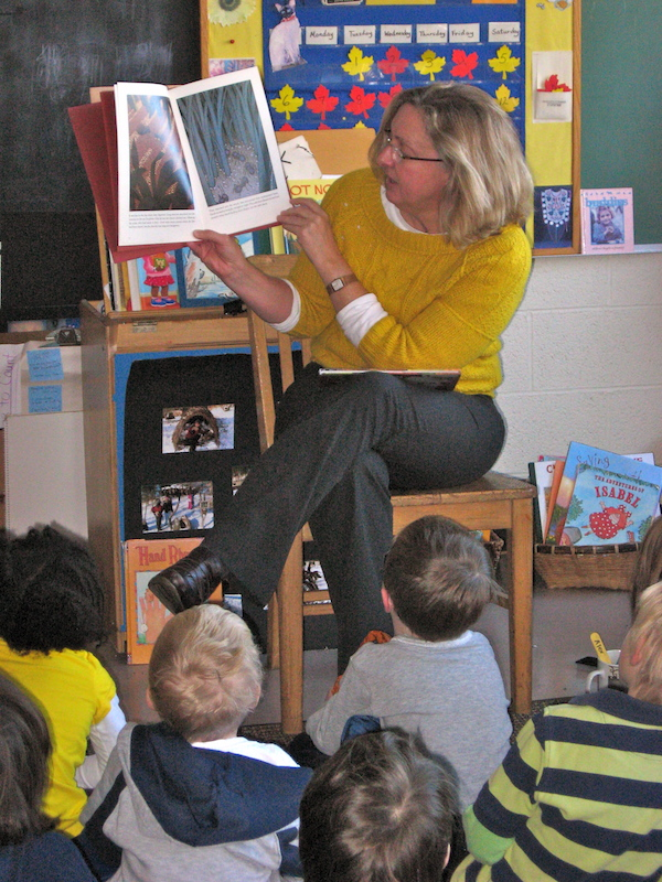 Lili reading to students.