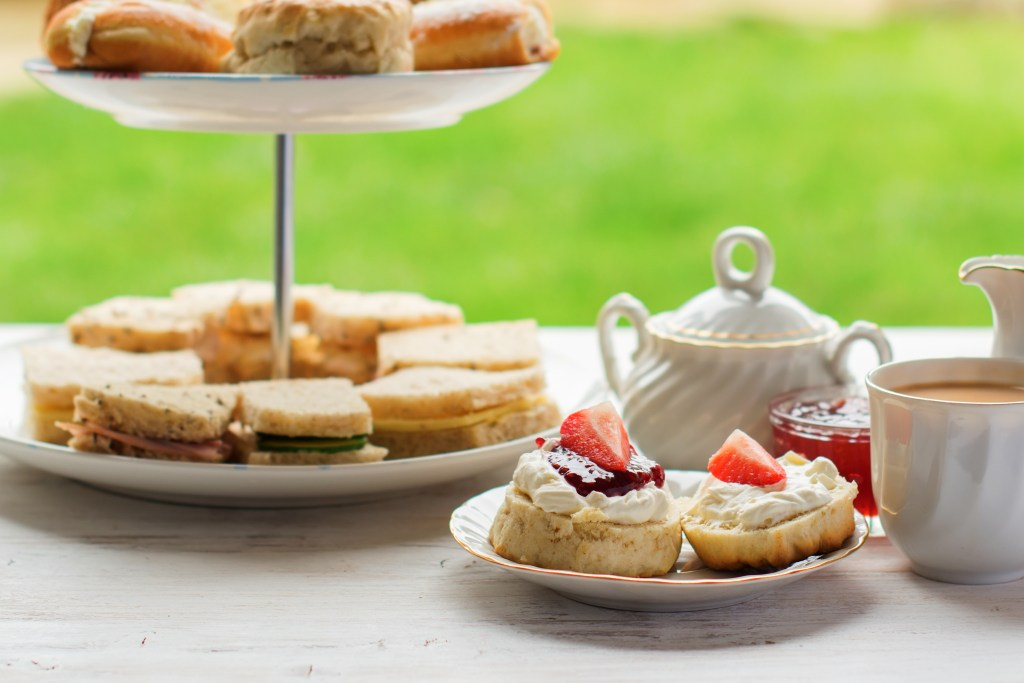 English tea traditions: afternoon tea