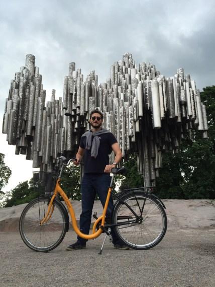 pedalando pela capital finlandesa