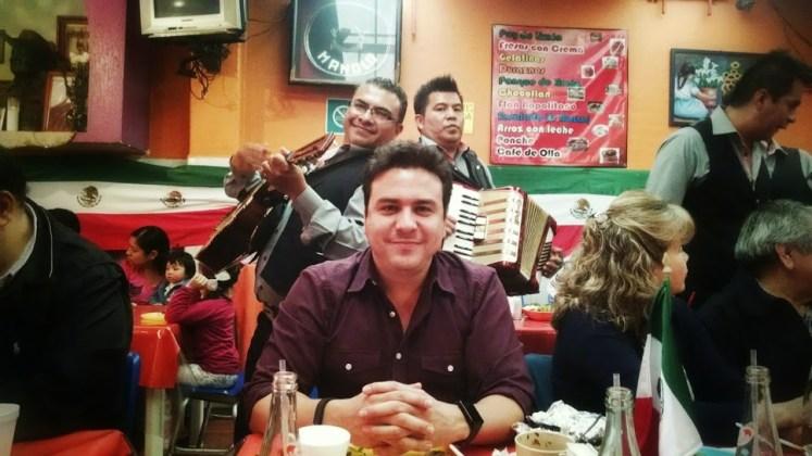gabriel_saldana_and_mariachis