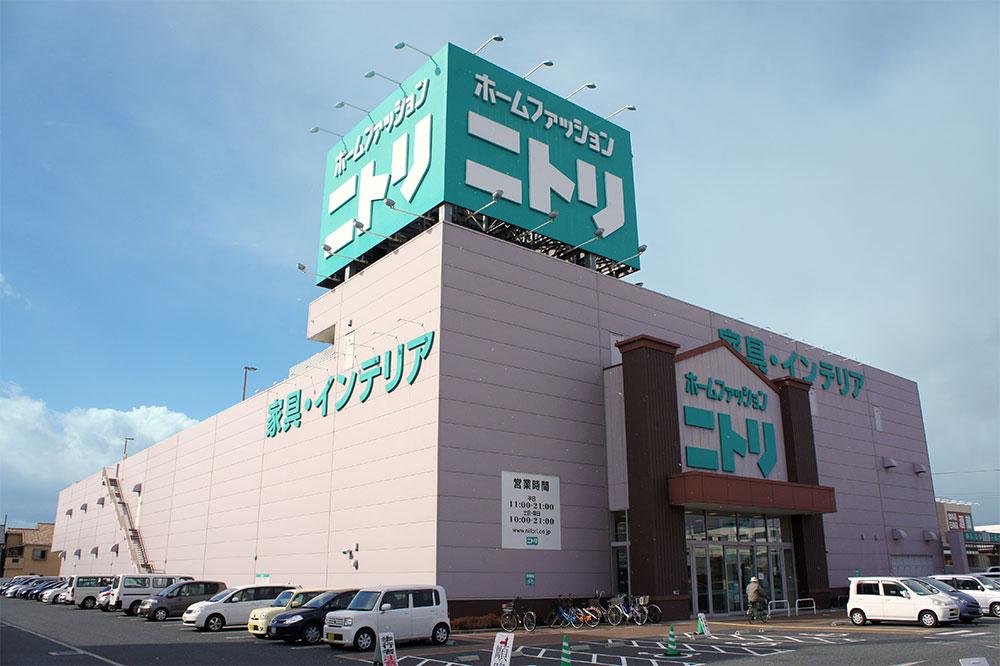 Cưa hàng bán đồ nội thất tại Nhật Bản