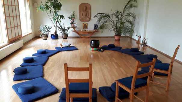 Das Zendo hergerichtet für die Gesprächsrunde und den Dharma-Vortrag