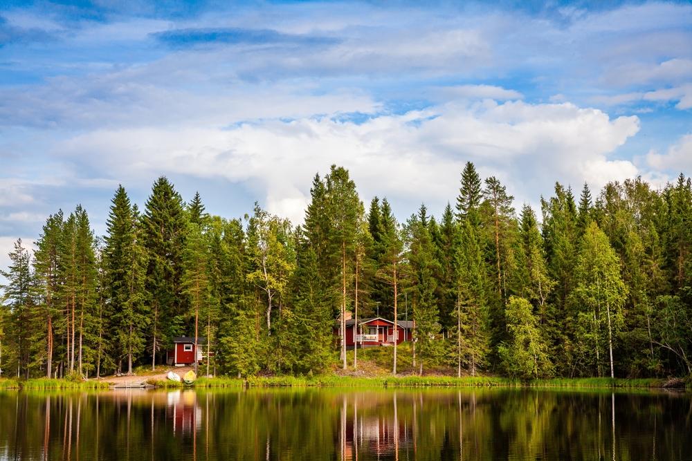 Finlande en été, lac et maisons
