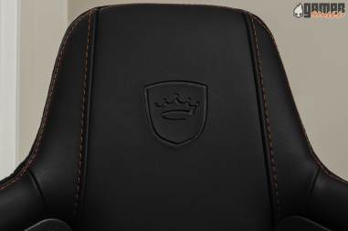 Noblechairs-Epic-headrest-2
