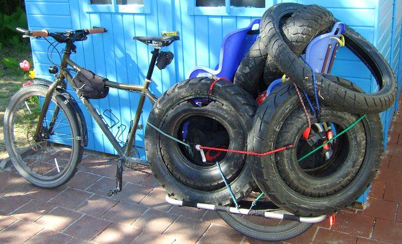 Big Dummy Transportfahrt: Motorrad- und Rollerreifen auf dem Weg zur Entsorgung
