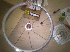 Hinterrad für Tern Faltrad im Aufbau