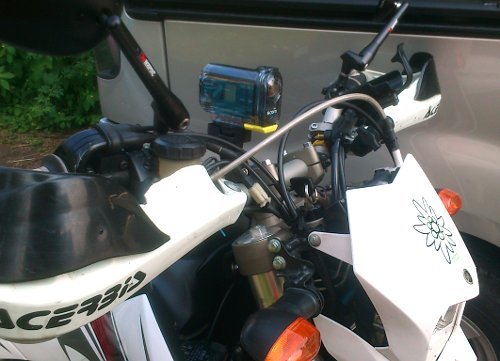 Actioncam HDR-AS15 an Yamaha WR250R