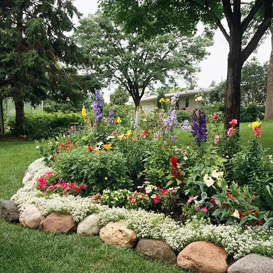 30 Brilliant Garden Edging Ideas You Can Do At Home ... on Backyard Border Ideas id=28833