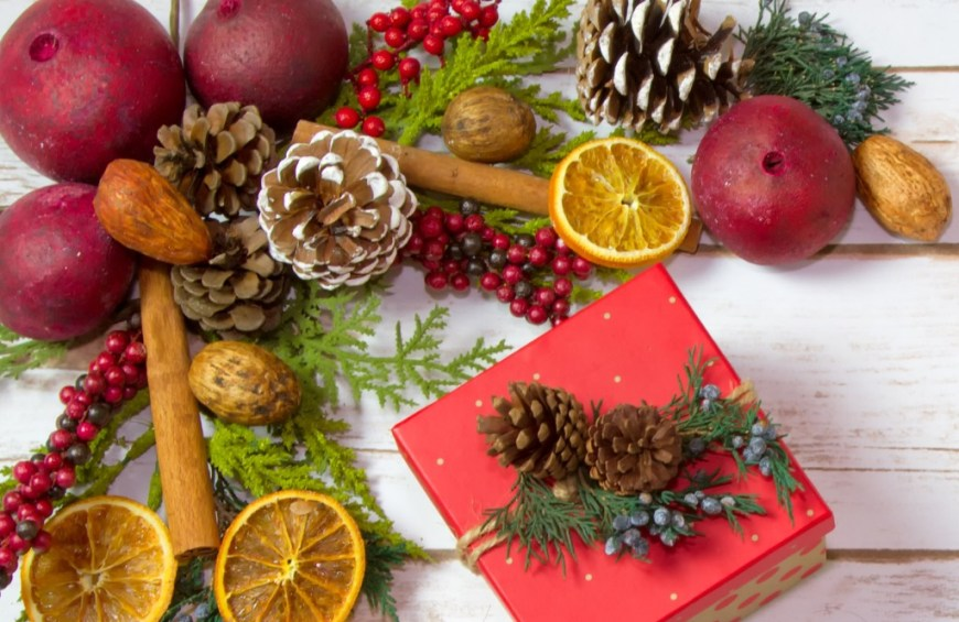 Reuse Your Christmas tree making potpourri