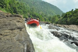 Kitulagala-White-Water-Rafting-Sri-Lank-Day-Tours-GARI-Tours