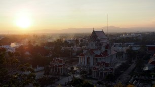 výhľad z chrámu Thammikaram Worawihan