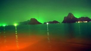 zelené svetielka rybárskych lodiek