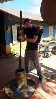 K'HO coffee farm: obíjanie posledných šupiek kávy
