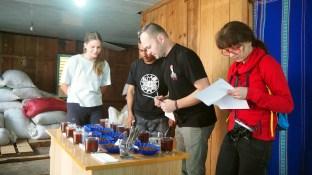 K'HO coffee farm: Slepé hodnotenie, v postupnych kolách, sa hodnotia senzorické vlastnosti