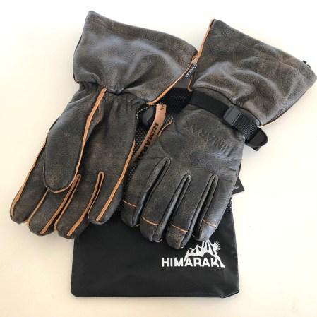 『HIGHLAND』¥21,000+税・レザー表面にダメージ風Crack加工を施した長めのグローブ。操作性と握り心地を考慮して指先側の縫目を外側に。ライナー取り外し可
