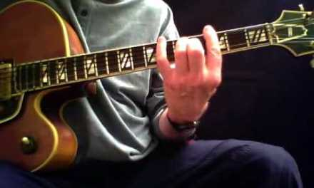 Walking Bass w/Chords – Guitar Lesson by Mark Stefani
