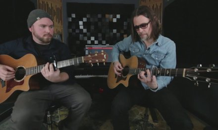 """THE WEEKLY RIFF – Myles Kennedy """"Year Of The Tiger"""" Guitar Lesson 