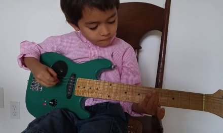 Playing Smoke on the Water on electric guitar notes – Online Guitar Lessons for Kids