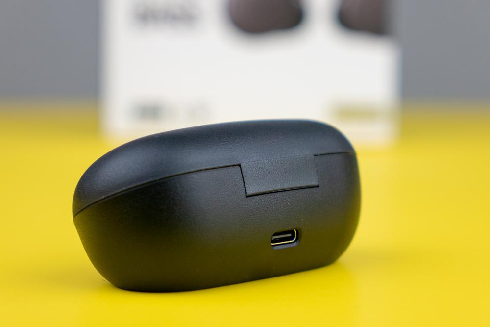 USB-C-Anschluss zum Laden der WF-XB700