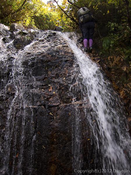 121007恋ノ岐・木登りをつかった渋い滝
