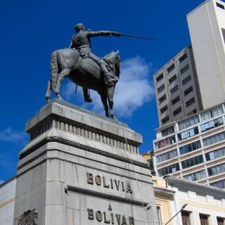 130908ボリビア、ラパス7月16日通りのシモン・ボリバール