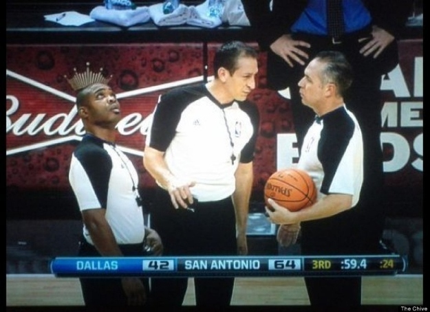 The perfectly timed King Ref photo: