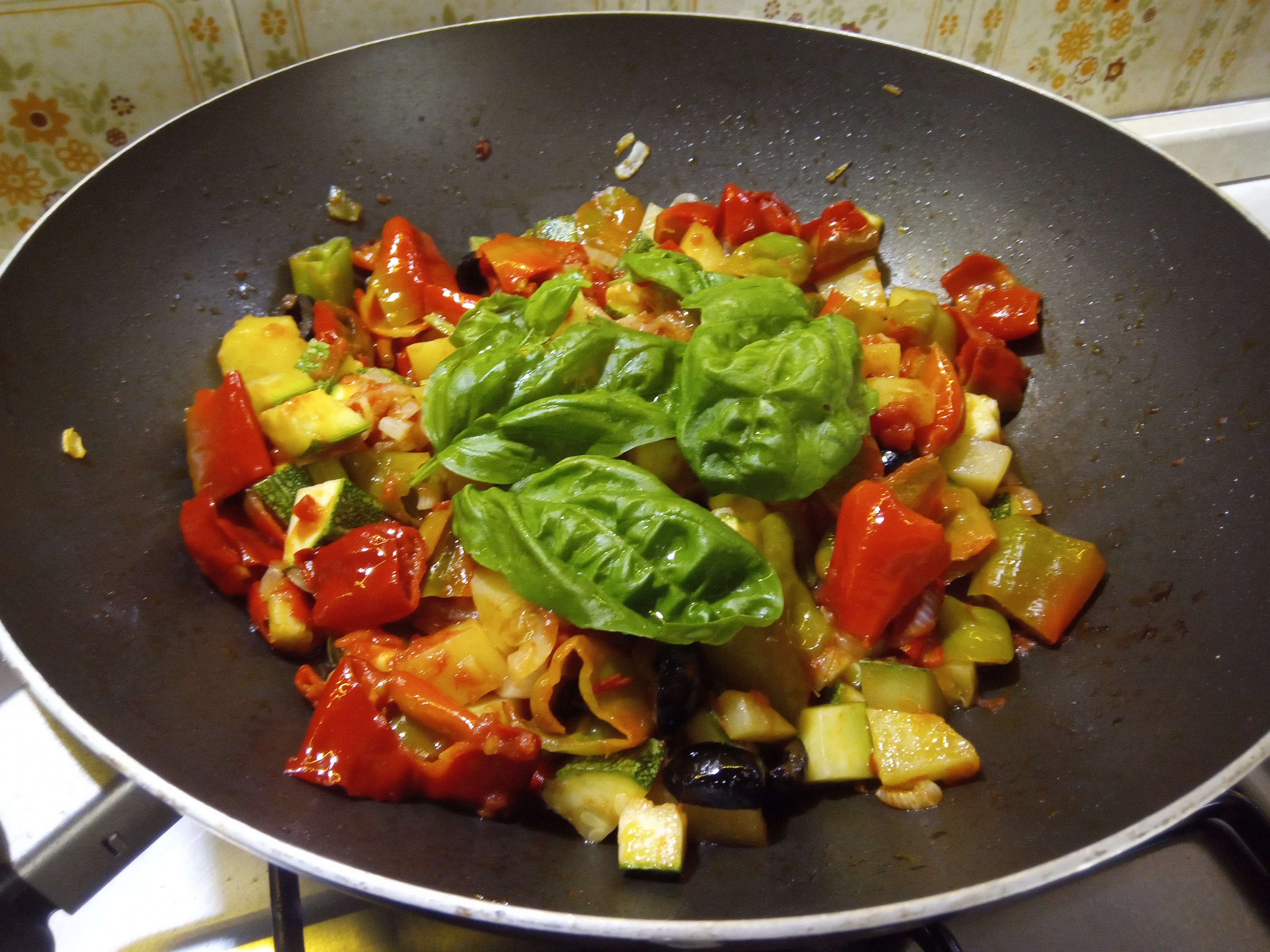 Caponata o peperonata di zucchine patate e peperoni