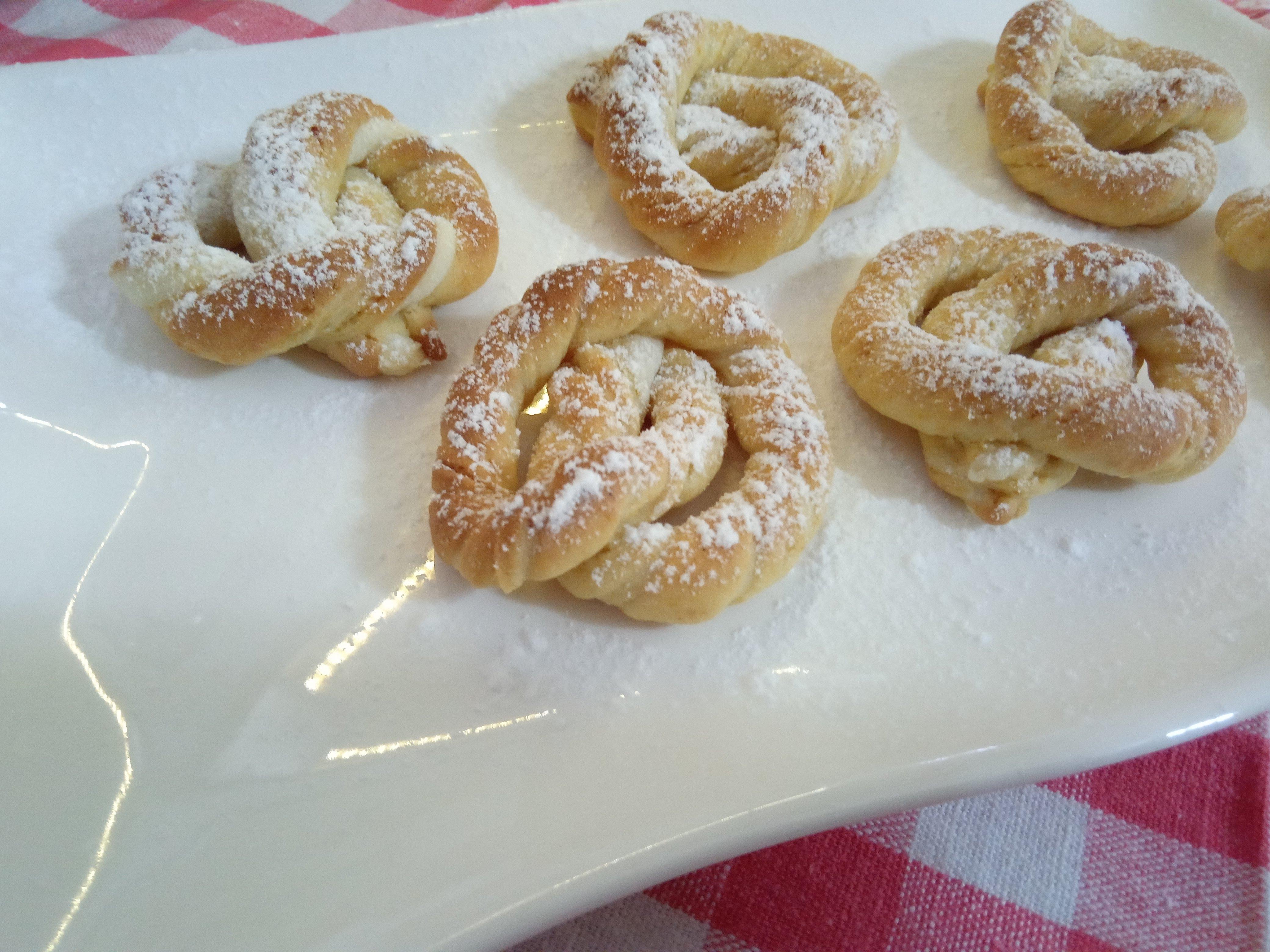 Biscotti intrecciati ungheresi