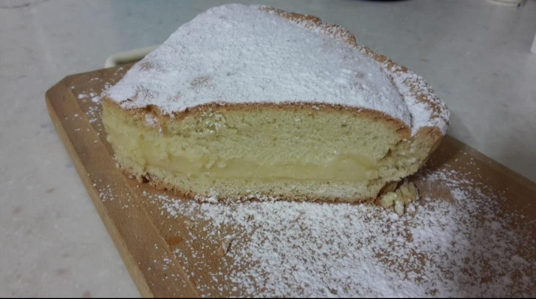 Torta frolla con latte di mandorla e crema