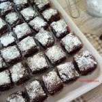 Brownies al cioccolato con avocado e mandorle