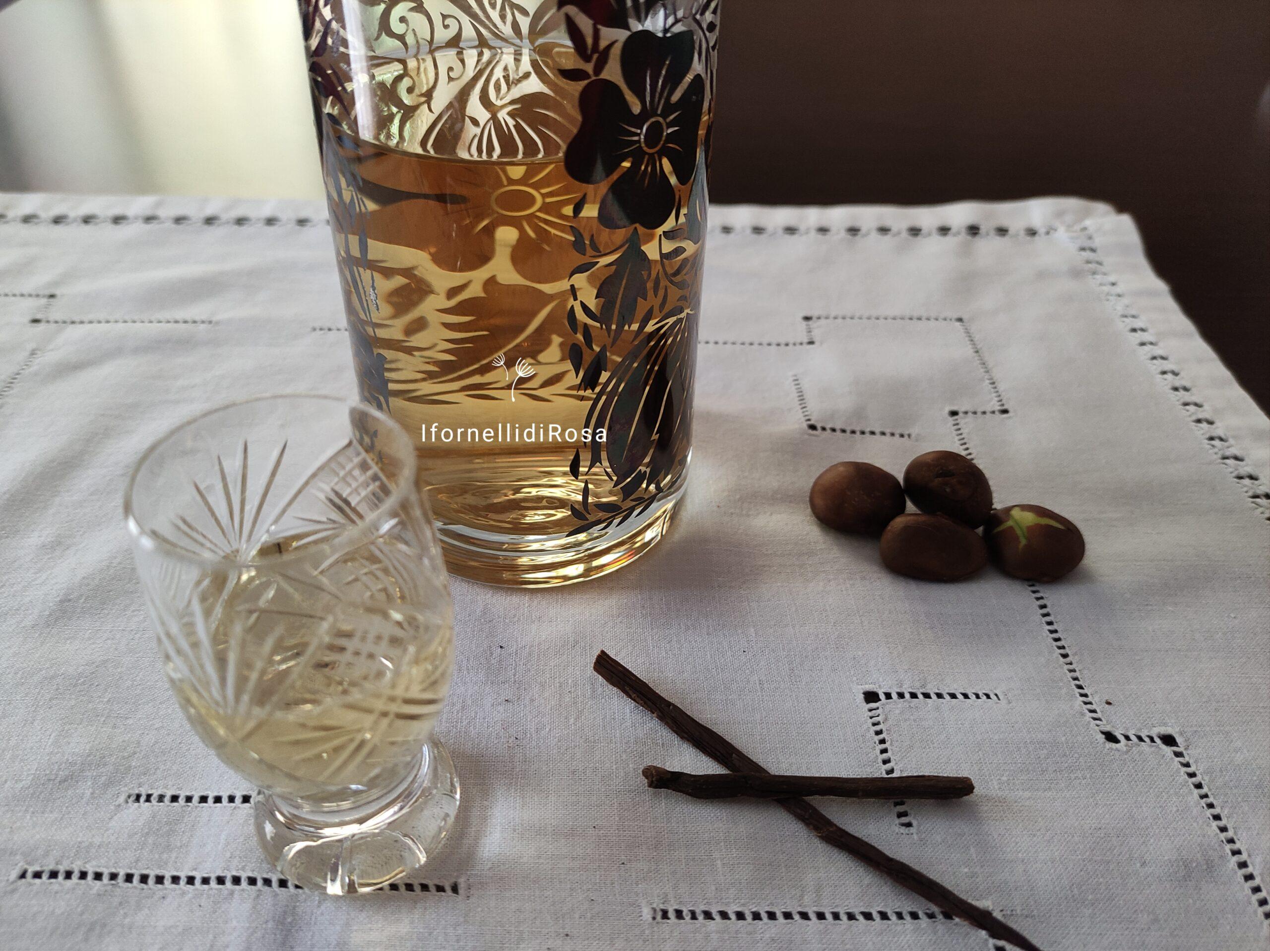 Liquore nespolino con noccioli di nespolo