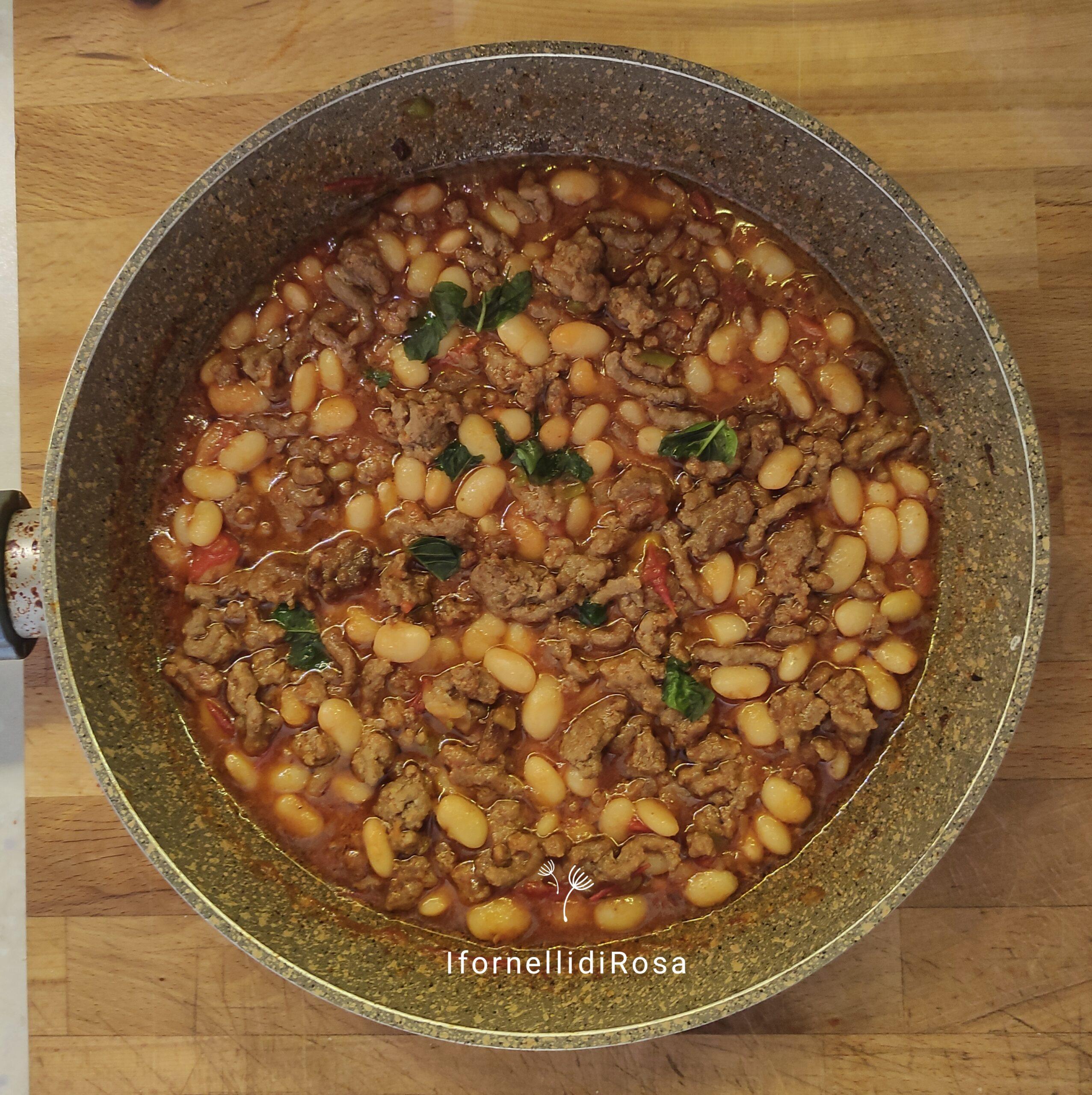 Chili speziato con carne e fagioli bianchi