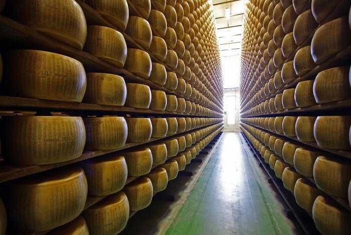 Consorzio Parmigiano, 1 euro per kg venduto ai terremotati