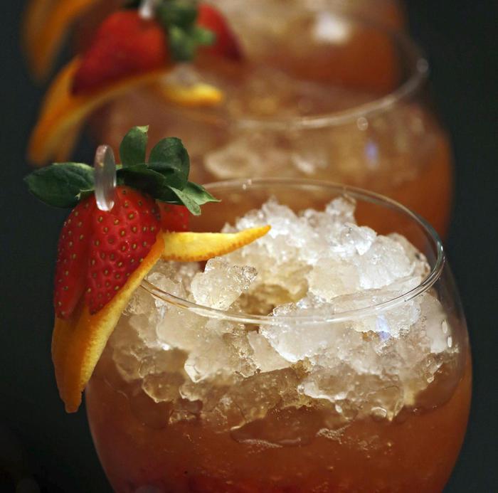 Cocktail alcolici a base di tè, mix tendenza dell'estate