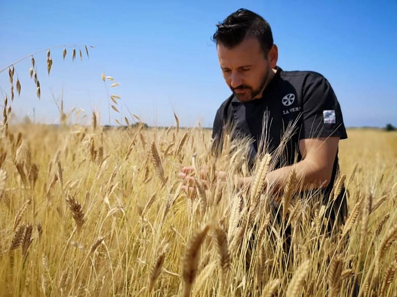Antonio Polzella nel suo campo a Rosignano Marittimo