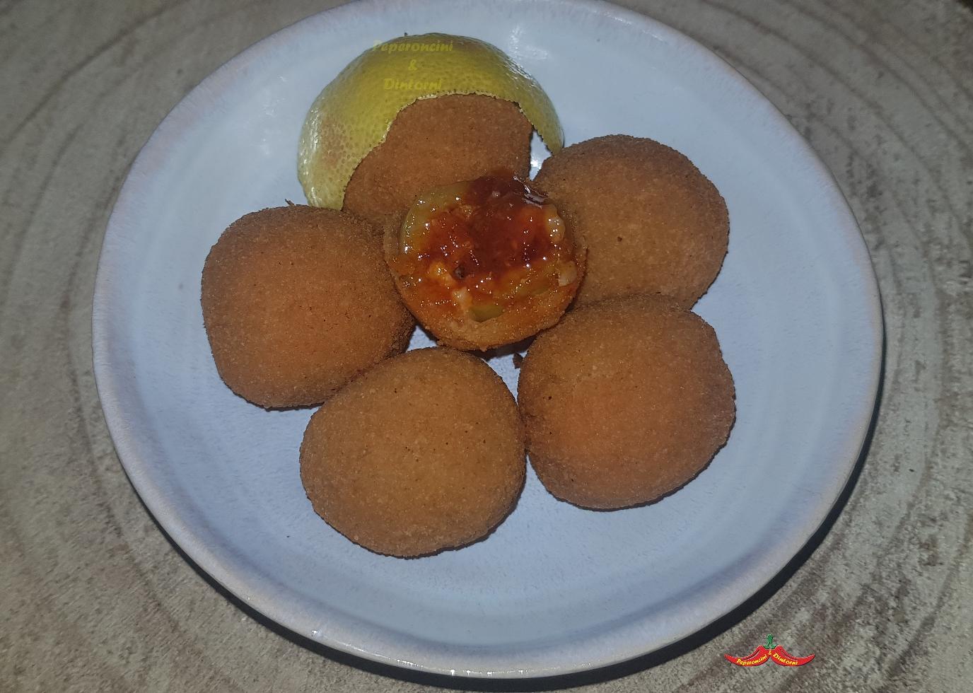 Olive ripiene di briciole di pane, 'nduja e bergamotto