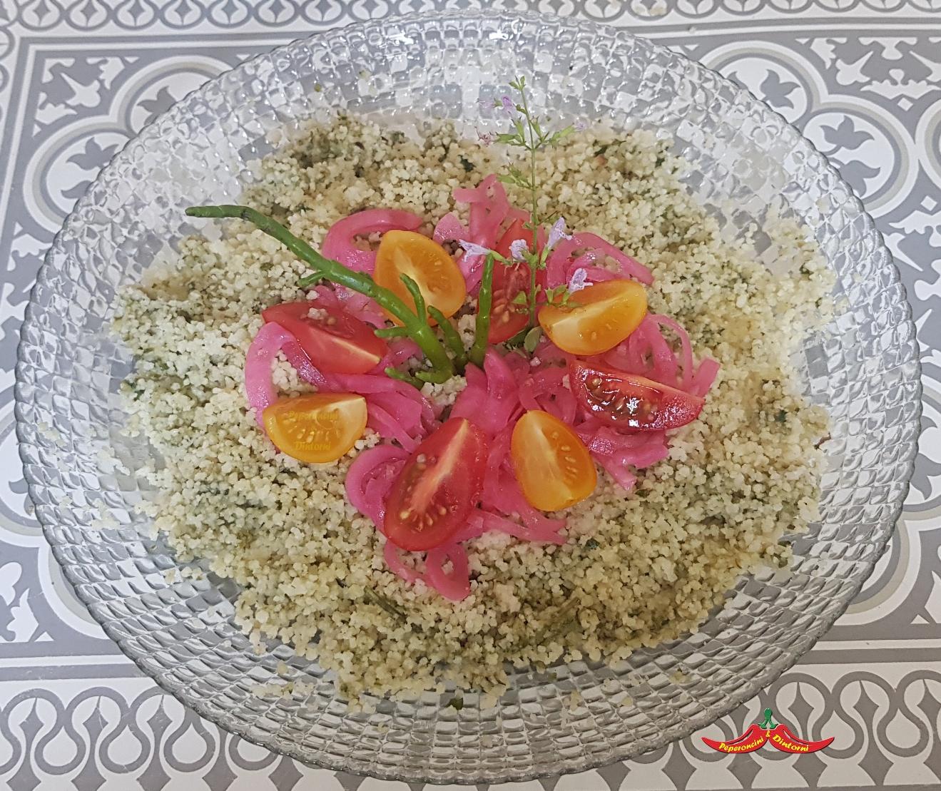 Cous Cous al pesto di Salicornia e nepitella, cipolle marinate e pomodorini