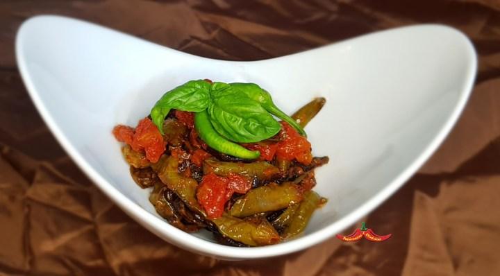 Peperoncini verdi di Fiume al pomodoro e basilico