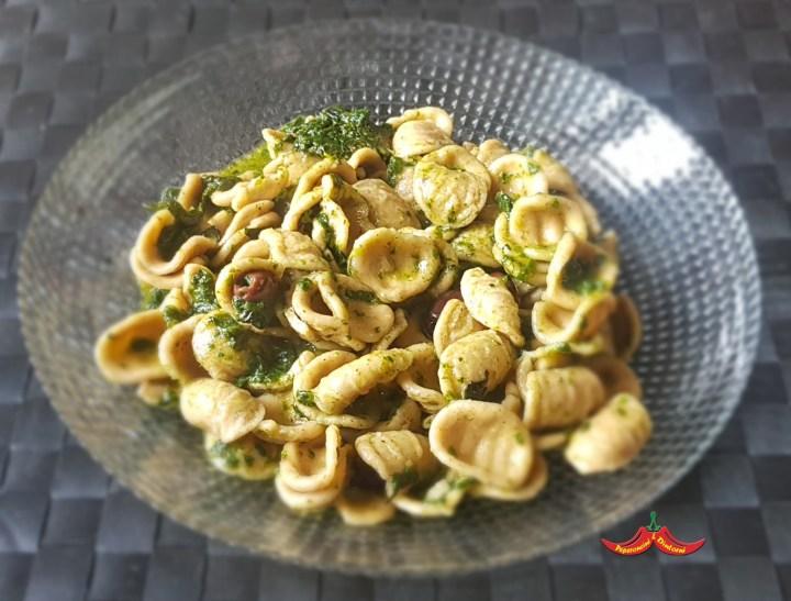 Orecchiette di grano arso, cavolo nero e olive taggiasche