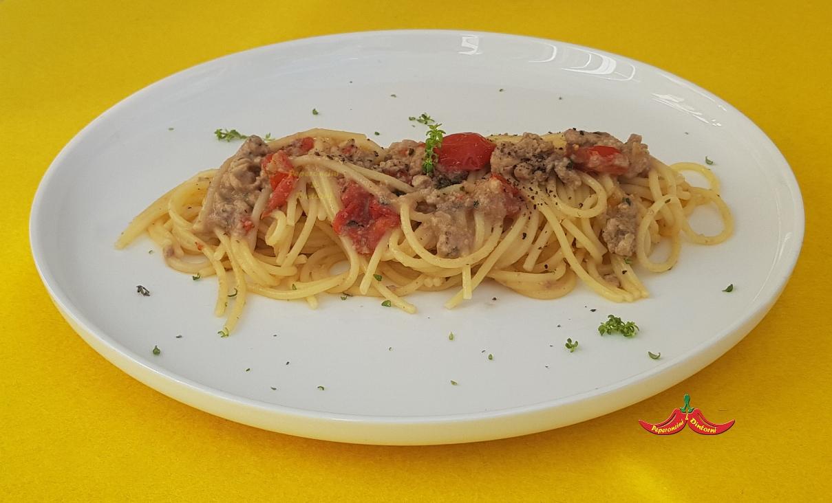 Spaghetti al lattume di aringa, pomodorini e timo