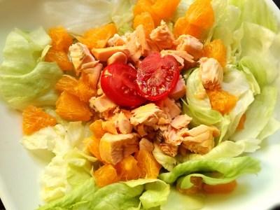 Insalata con salmone e arancia