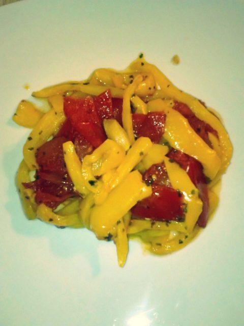 Peperoni e pomodori al microonde