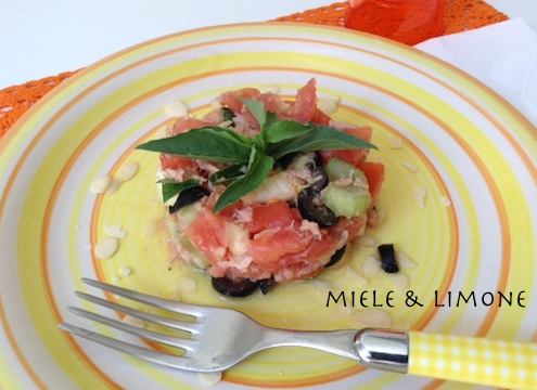 Insalata di pomodori sedano e tonno – ricetta leggera