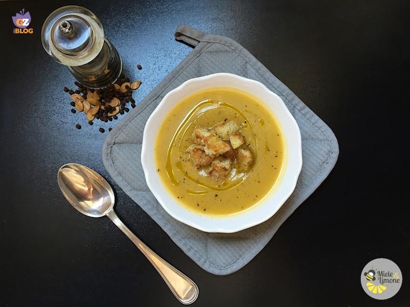 Vellutata di zucca e zucchine con crostini – ricetta gustosa