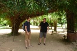 Unter einem Bambusdach