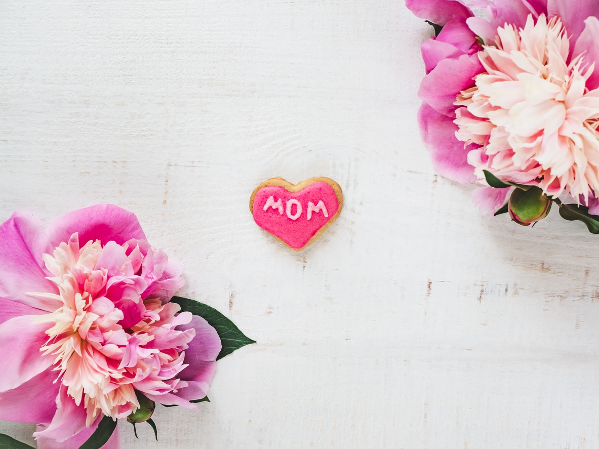 Mother's Day fundraising guide for nonprofits.
