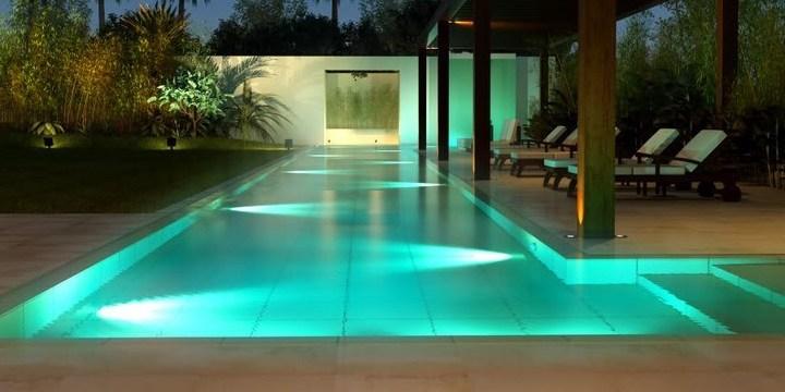 Como dimensionar os refletores para minha piscina?