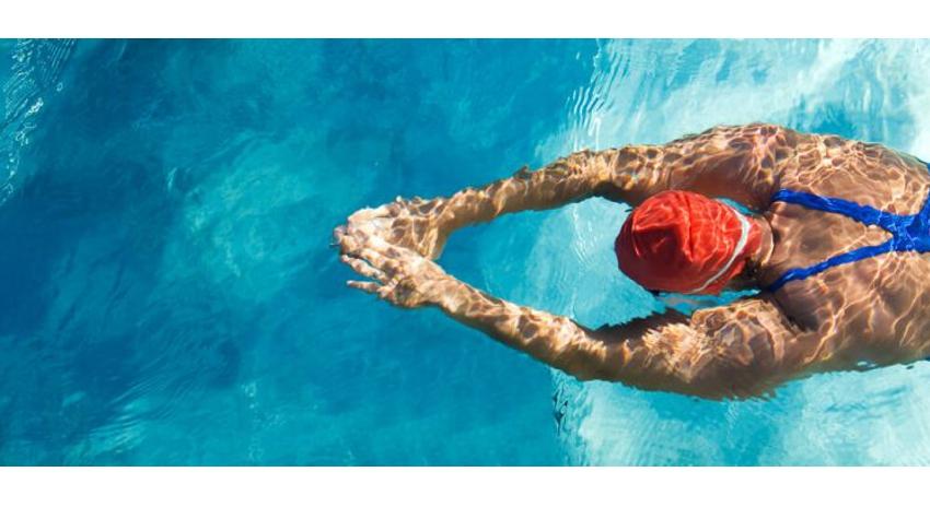 Queime calorias e fortaleça os músculos praticando NATAÇÃO